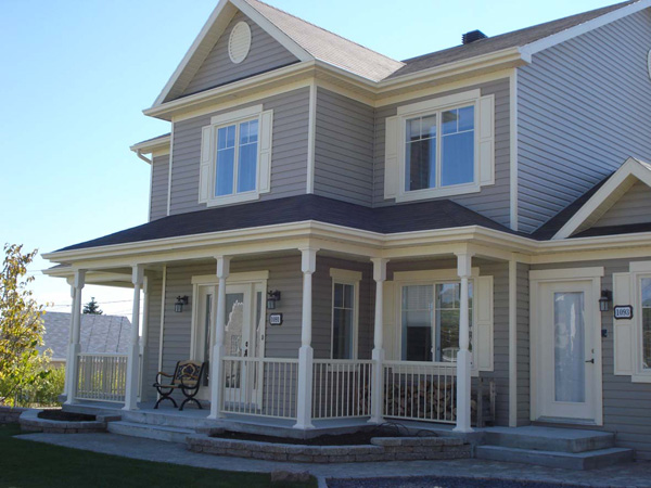 Gallery of photos of homes with siding trim