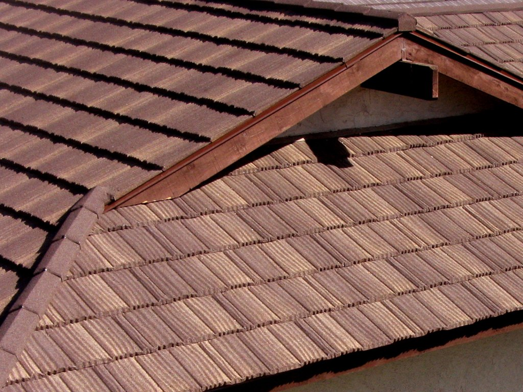 Photos of the roof with composite shingles metroshake 2 Composite roofing tiles